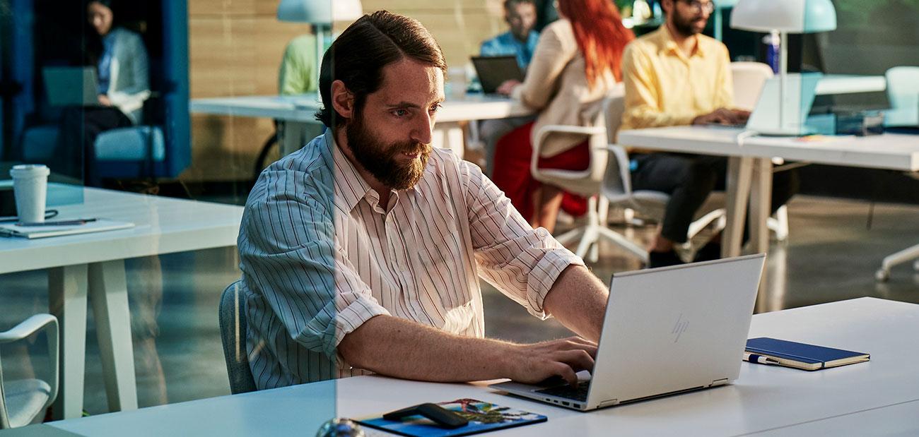 Markus mit seinem neuen HP EliteBook x360 830 G7